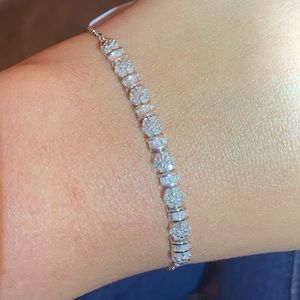 Jewelry - Floral diamond bracelet 0.75 Cts